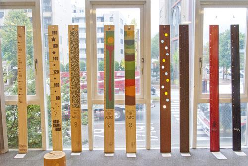 ポジトロン、Alfred Hawkins(LA)、Keith Tamashiro(LA)など国内外のデザイナーや職人とのコラボモデルが並ぶ。